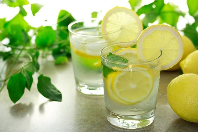 3 Masalah Kesehatan Yang Bisa Kamu Alami Jika Konsumsi Air Lemon Berlebihan
